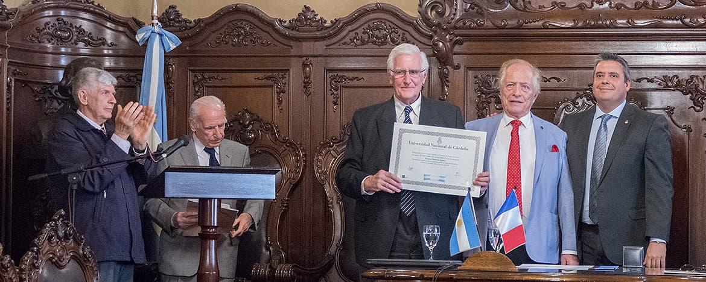 El cirujano Juan Carlos Chachques recibe el título de Doctor Honoris Causa de la UNC