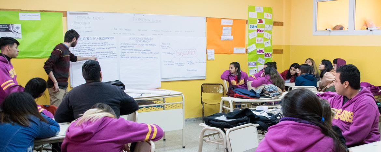 Tutor de Nexos trabajando en el aula