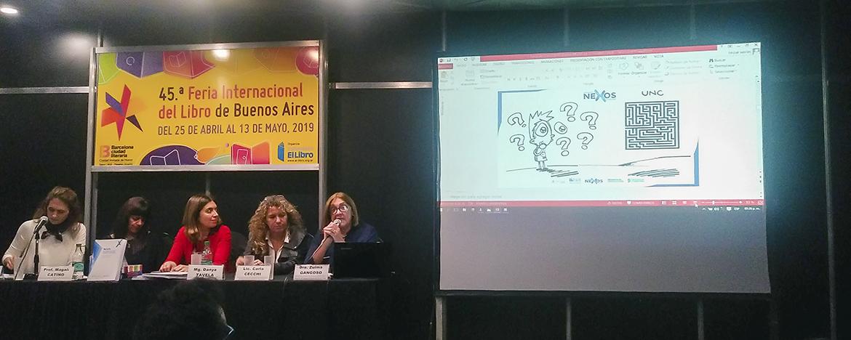 Equipo Nexos exponiendo en la Feria Internacional del Libro