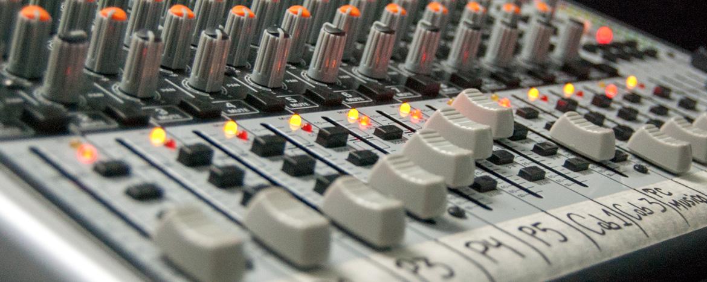 Sala de Control en los Servicios de Radio y Televisión